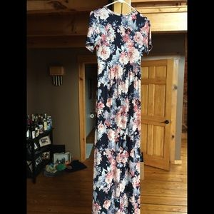 Dresses & Skirts - Floral maternity maxi